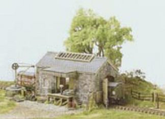 Ratio 220 Goods Shed, Stone Built (N gauge plastic kit)