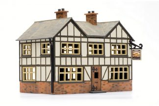 Dapol C025 Country Inn (OO scale plastic kit)