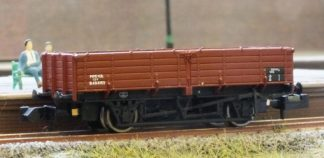 Graham Farish 377-777 12 Ton Pipe Wagon BR Bauxite (Late) (N gauge)