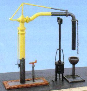 Ratio 212 Water Crane and fire Devil (N scale plastic kit)