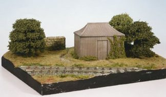 Wills SS24 OO Gauge Conservatory with Garden Seat Kit